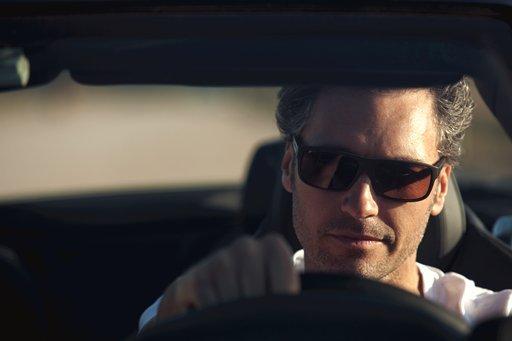 ¿Qué tipo de lentes son las adecuados para conducir con sol?